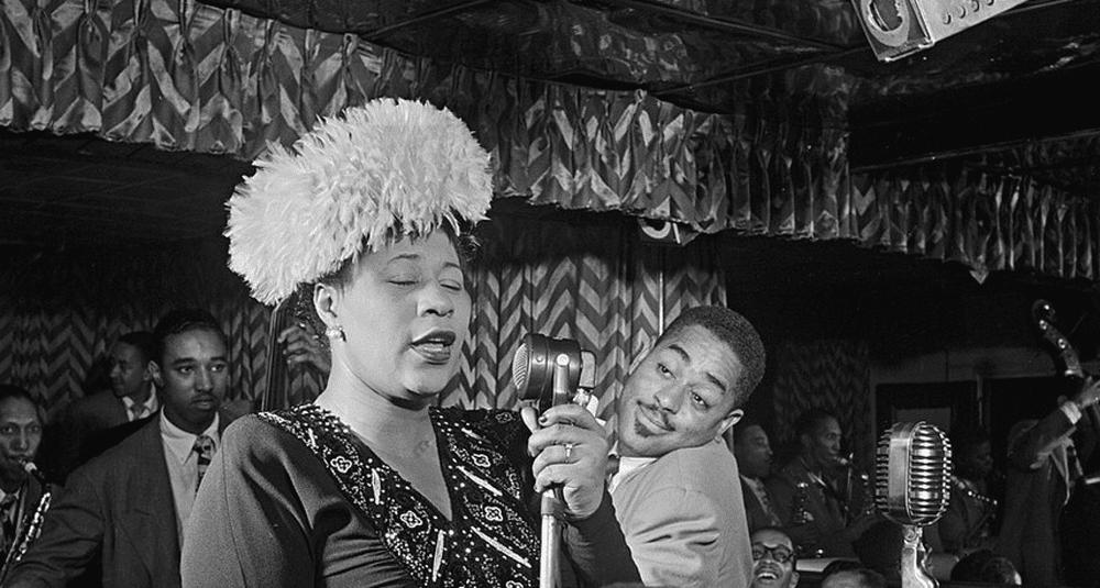 sur-quel-album-de-la-chanteuse-de-jazz-americaine-ella-fitzgerald-la-chanson-lets-do-it-lets-fall-in-love-figure-t-elle